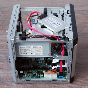 HP ProLiant mit kreativ installierter SSD