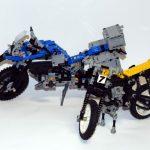 Das aktuelle Motorrad mit einem frühen Vorfahren