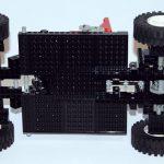 von unten gut zu sehen das Differenzial und der Boxermotor als Heckmotor